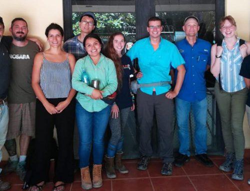 Sacando la basura: Estudiantes de Ingeniería Ambiental de la Universidad de Florida presenta los hallazgos iniciales del estudio del botadero.